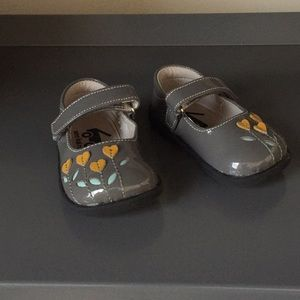 See Kai Run Baby shoes size 4